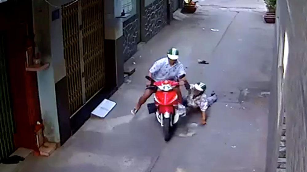 Hà Nội: Bắt giữ 2 đối tượng cướp xe máy trong đêm